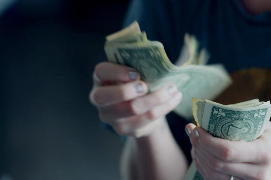 Deposito uang di bank adalah salah satu investasi yang banyak dilakukan